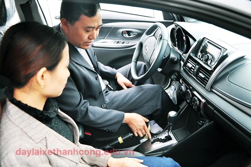 day lái xe số tự động